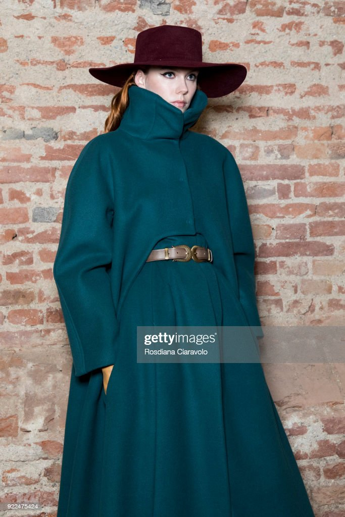 Alberta Ferretti - Backstage - Milan Fashion Week Fall/Winter 2018/19 : Nachrichtenfoto