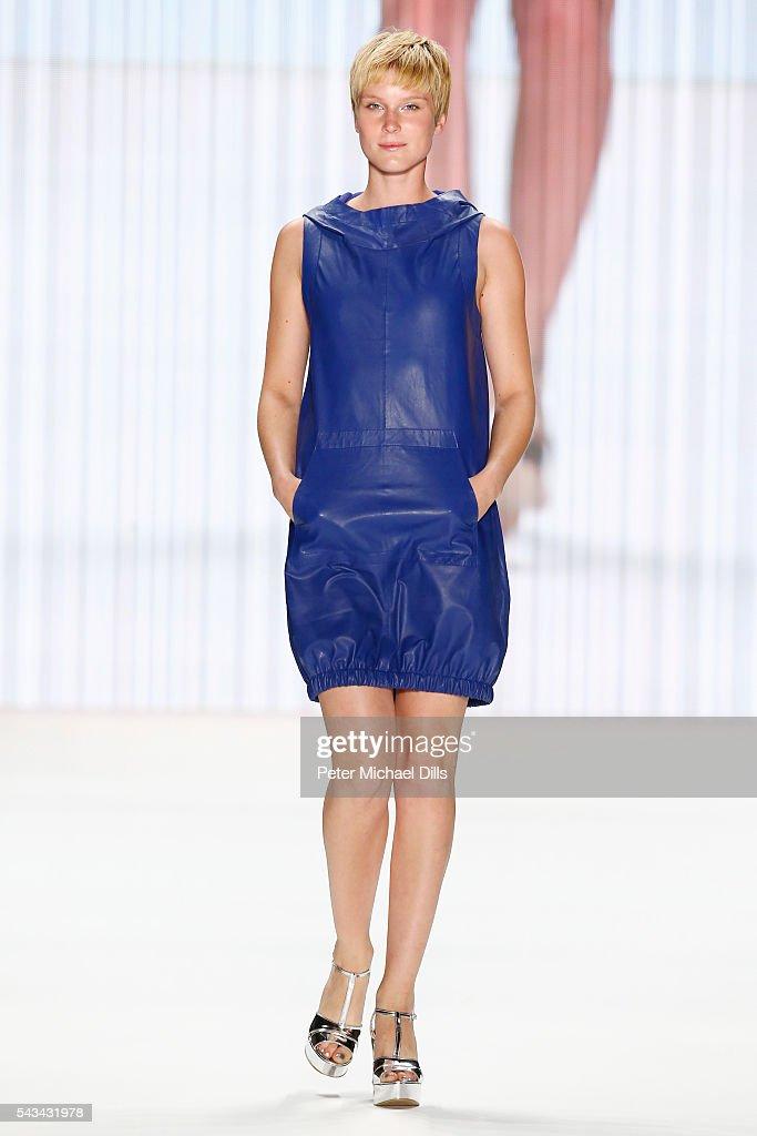 Riani Show - Mercedes-Benz Fashion Week Berlin Spring/Summer 2017 : Nachrichtenfoto