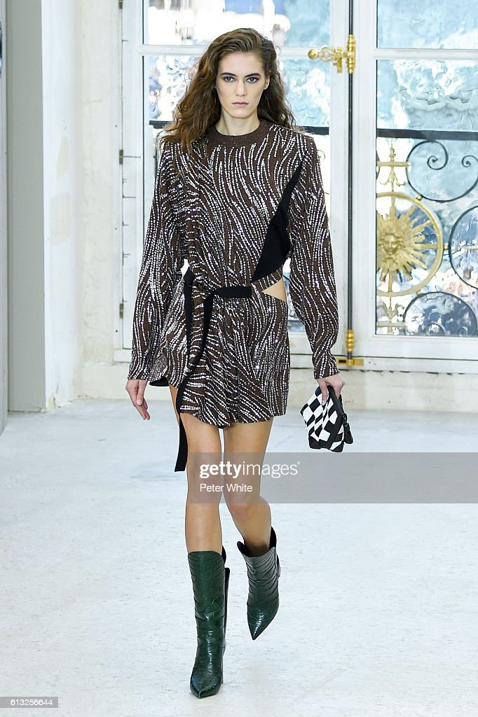 Louis Vuitton : Runway - Paris Fashion Week Womenswear Spring/Summer 2017 : News Photo