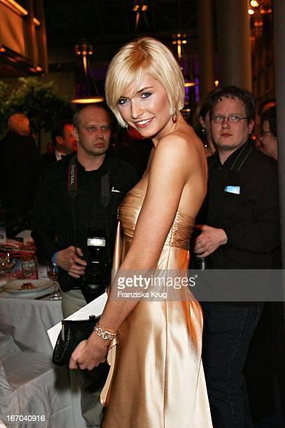 Model Lena Gercke In Einem Reset Kleid Beim Deutschen Parfümpreis Duftstars In Der Ullsteinhalle In Berlin Am 230307