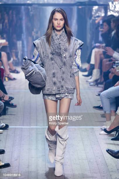 Model Lex Herl walks the runway during the Isabel Marant show as part of Paris Fashion Week Womenswear Spring/Summer 2019 on September 27 2018 in...