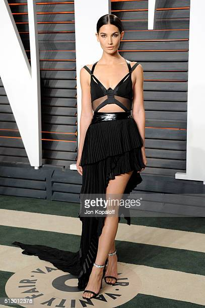 Model Lily Aldridge attends the 2016 Vanity Fair Oscar Party hosted By Graydon Carter at Wallis Annenberg Center for the Performing Arts on February...