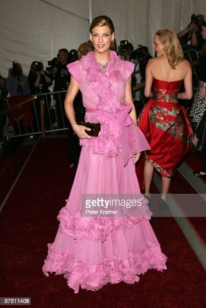 Model Linda Evangelista attends the Metropolitan Museum of Art Costume Institute Benefit Gala Anglomania at the Metropolitan Museum of Art May 1 2006...