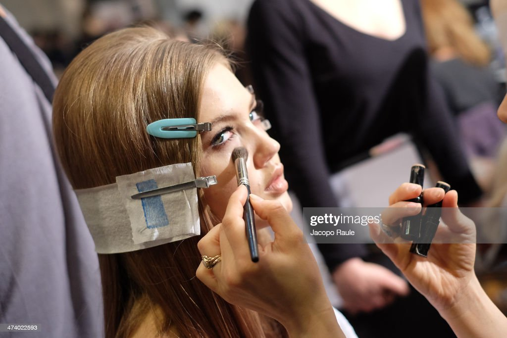 Model Lindsey Wixson repares backstage ahead of the Versace Fashion Show during Milan Fashion Week Womenswear Autumn/Winter 2014 on February 21, 2014 in Milan, Italy.