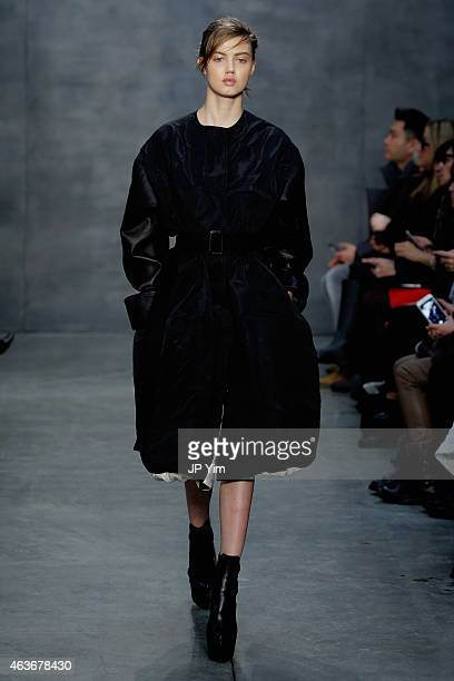 A model Lindsey Wixson walks the runway at the Vera Wang fashion show during MercedesBenz Fashion Week Fall 2015 on February 17 2015 in New York City