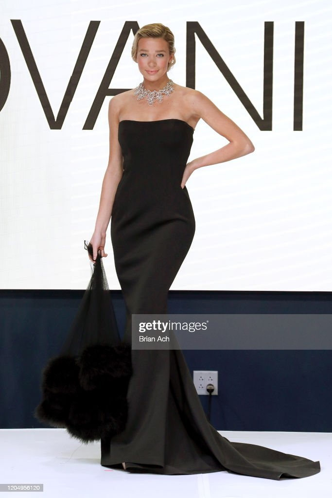 NYFW hiTechMODA MODA Haute Couture : News Photo