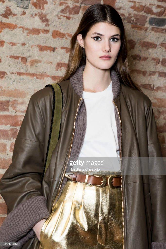 Alberta Ferretti - Backstage - Milan Fashion Week Fall/Winter 2018/19 : Fotografía de noticias