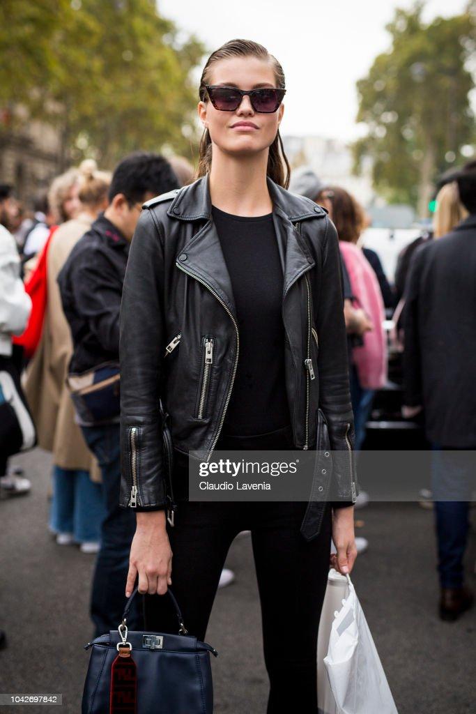 Street Style : Paris Fashion Week Womenswear Spring/Summer 2019 : Day Five : ニュース写真