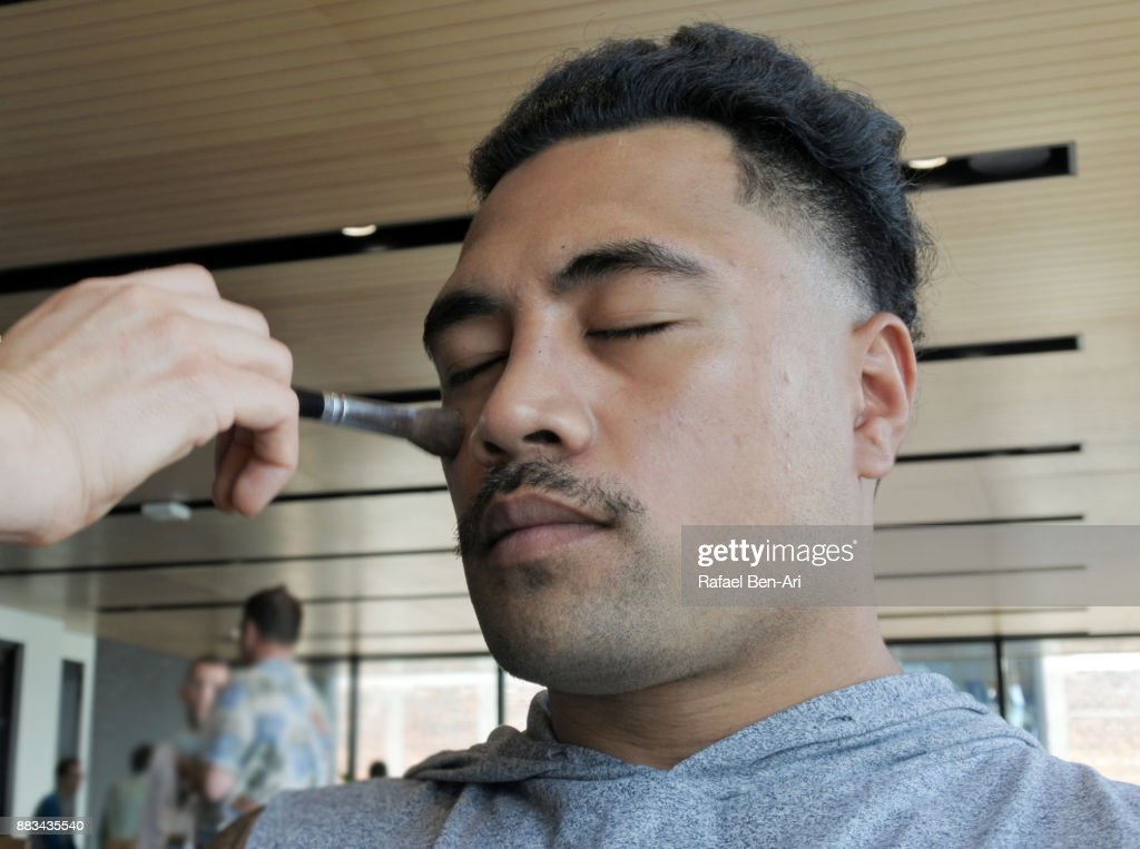Model makeup behind the scenes : Stock Photo