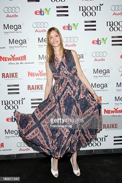Model Malu Mit Dem Kleid Von Wunderkind Bei Der Sommerparty Charity Dance Der Agentur Mega Models Im Moondoo In Hamburg