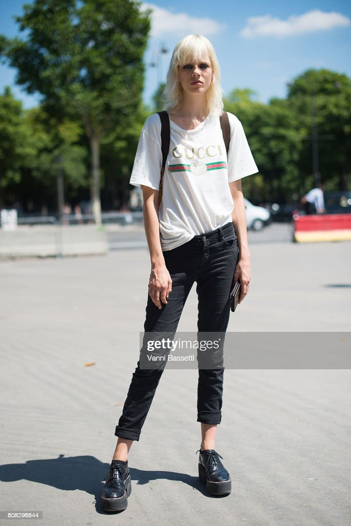 Street Style - Paris Fashion Week - Haute Couture Fall/Winter 2017-2018 : Day Three