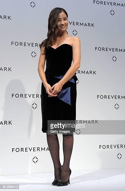 Model Meisa Kuroki receives the first Forevermark Awards at Park Hyatt Tokyo on October 1 2009 in Tokyo Japan