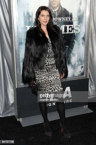 Model Michelle Hicks attends the New York premiere of Sherlock Holmes at the Alice Tully Hall Lincoln Center on December 17 2009 in New York City