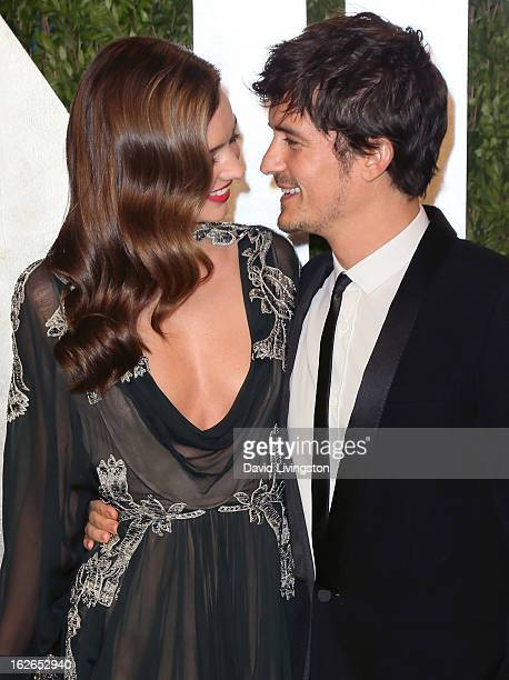 Model Miranda Kerr and husband Orlando Bloom attend the 2013 Vanity Fair Oscar Party at the Sunset Tower Hotel on February 24 2013 in West Hollywood...