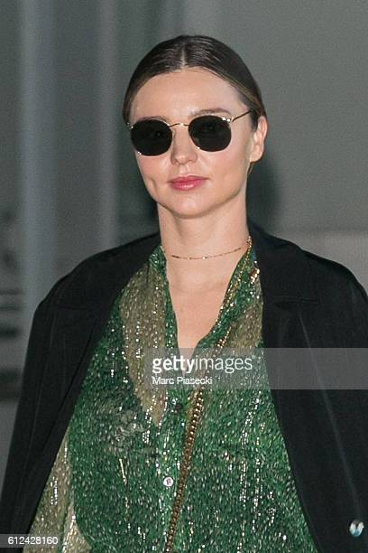 Model Miranda Kerr arrives at CharlesdeGaulle airport on October 4 2016 in Paris France