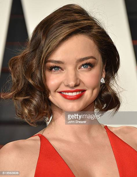 Model Miranda Kerr arrives at the 2016 Vanity Fair Oscar Party Hosted By Graydon Carter at Wallis Annenberg Center for the Performing Arts on...