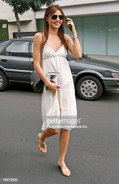 IMAGE Model Miranda Kerr returns home from New York to a Sydney address on December 24 2007 in Sydney Australia Kerr is widely rumoured to be...