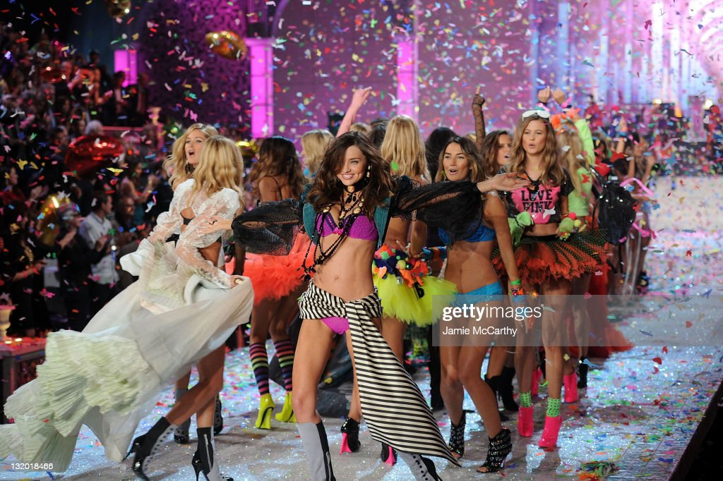 2011 Victoria's Secret Fashion Show - Runway : News Photo