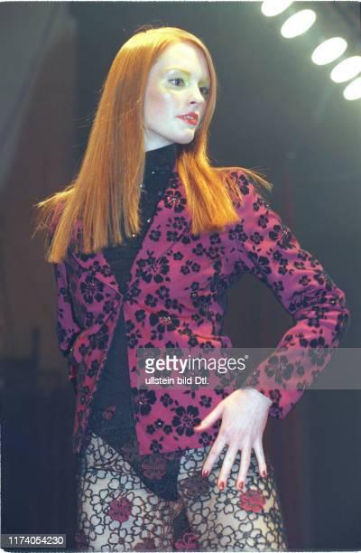 Model mit Kleid von Anja Brändli 1999