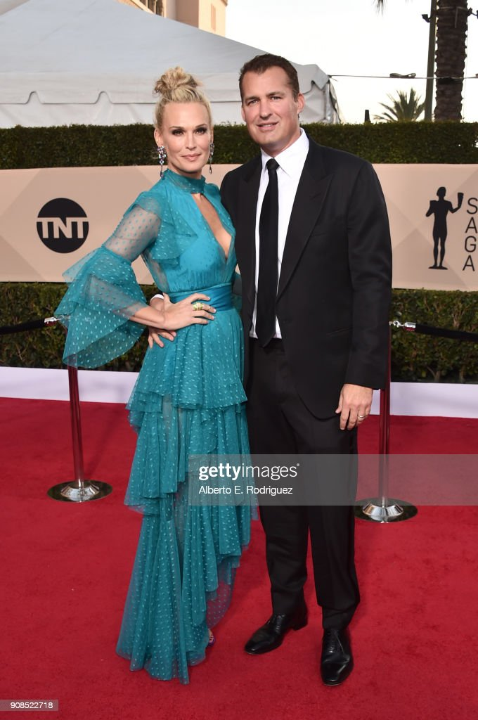 Model Molly Sims and Scott Stuber attend the 24th Annual Screen Actors Guild Awards at The Shrine Auditorium on January 21, 2018 in Los Angeles, California. 27522_006