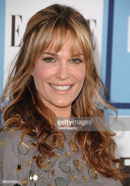 Model Molly Sims arrives at the 2008 Film Independent's Spirit Awards at the Santa Monica Pier on February 23, 2008 in Santa Monica, California.