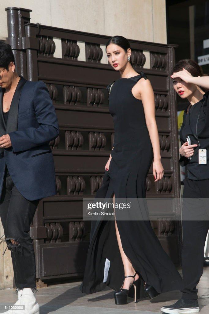 Paris Fashion Week - Haute Couture Fall/Winter 2017-2018 : Day Three : News Photo