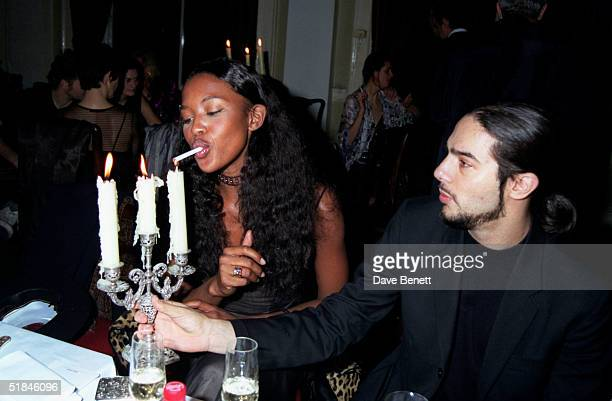 Model Naomi Campbell smokes a cigarette with flamenco dancer Joaquin Cortes on February 24 1997 in London