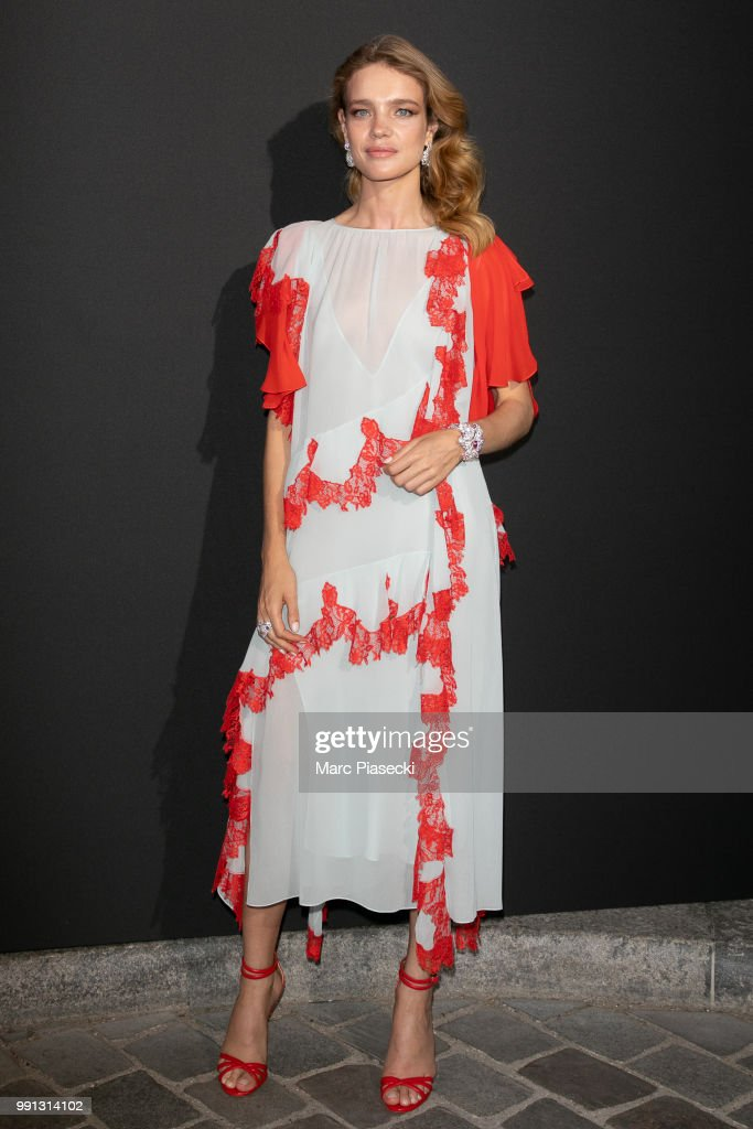 model-natalia-vodianova-attends-the-vogue-foundation-dinner-photocall-picture-id991314102