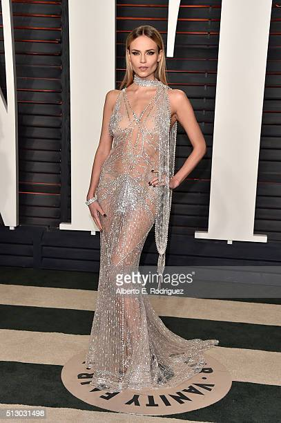 Model Natasha Poly attends the 2016 Vanity Fair Oscar Party hosted By Graydon Carter at Wallis Annenberg Center for the Performing Arts on February...