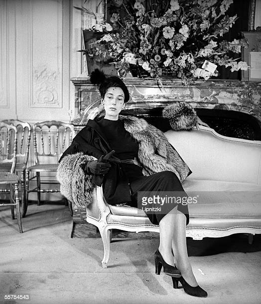 Model 'New look' at Christian Dior's Paris August 1947 RV733274