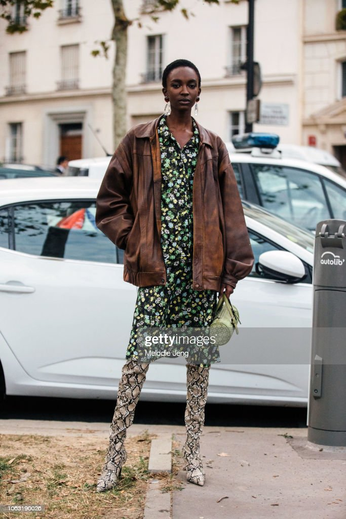 Street Style : Paris Fashion Week Womenswear Spring/Summer 2019 : Day Seven : Photo d'actualité