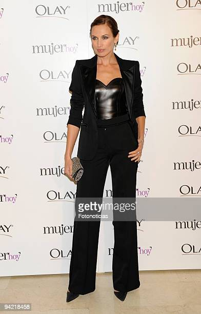 Model Nieves Alvarez attends the Mujer Hoy 2009 Awards at ABC building on December 9 2009 in Madrid Spain