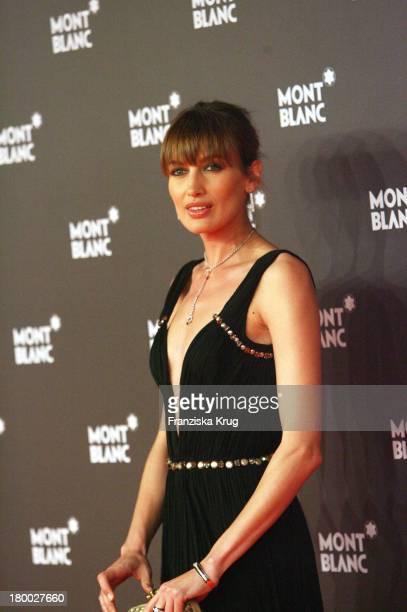 Model Nieves Alvarez Bei Der Montblanc Gala Zur Writing Time Weltpremiere Von Montblanc Star Nicolas Rieussec Monopusher Chronograph In Der Palexpo...