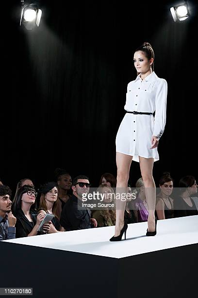 model on catwalk at fashion show - catwalk stage stock pictures, royalty-free photos & images