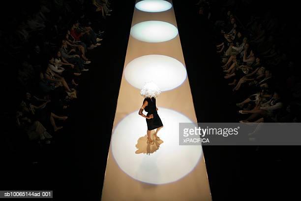 model on runway at fashion show, elevated view - modenschau stock-fotos und bilder