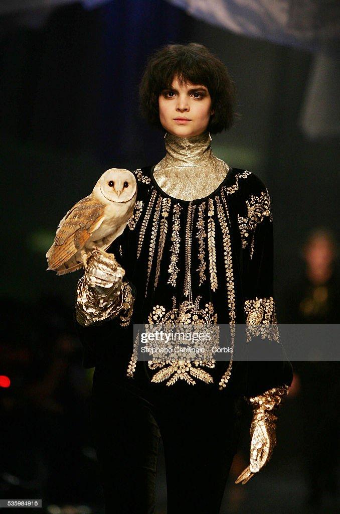 Paris Fashion Week - Jean Paul Gaultier - Fall-Winter 2006-2007 : News Photo