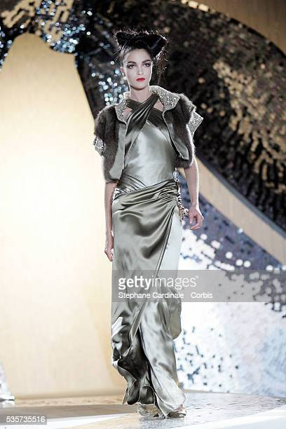 """Model on the catwalk presenting the latest outfits from the Valentino 2005-2006 """"Haute Couture"""" Fall/Winter fashion collection."""