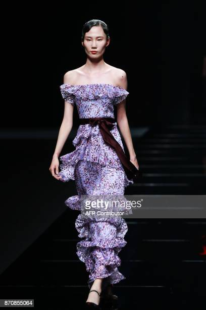A model parades a creation from the 'JEFEN' collection during China Fashion Week in Beijing on November 6 2017 / AFP PHOTO / STR / China OUT