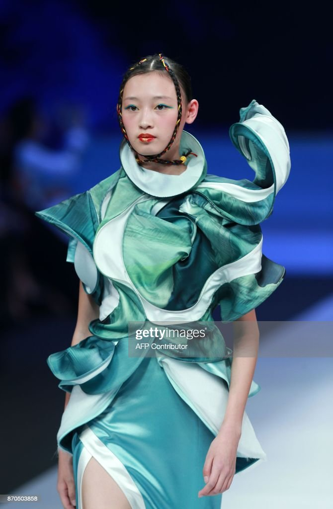 A model parades a creation from the 'Maryma' collection by Ma Yanli during China Fashion Week in Beijing on November 5, 2017. / AFP PHOTO / STR / China OUT