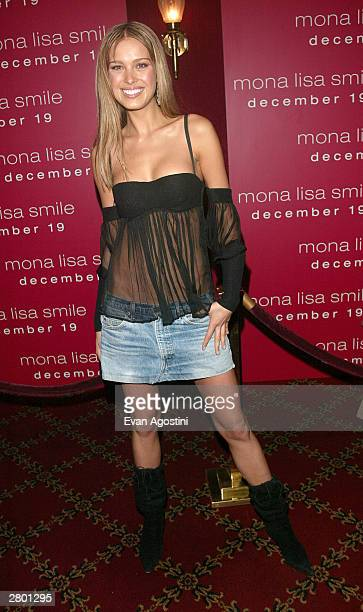 "Model Petra Nemcova arrives at the world premiere of ""Mona Lisa Smile"" at the Ziegfeld Theatre December 10, 2003 in New York City."