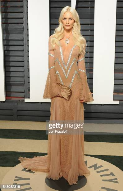 Model Poppy Delevingne arrives at the 2017 Vanity Fair Oscar Party Hosted By Graydon Carter at Wallis Annenberg Center for the Performing Arts on...