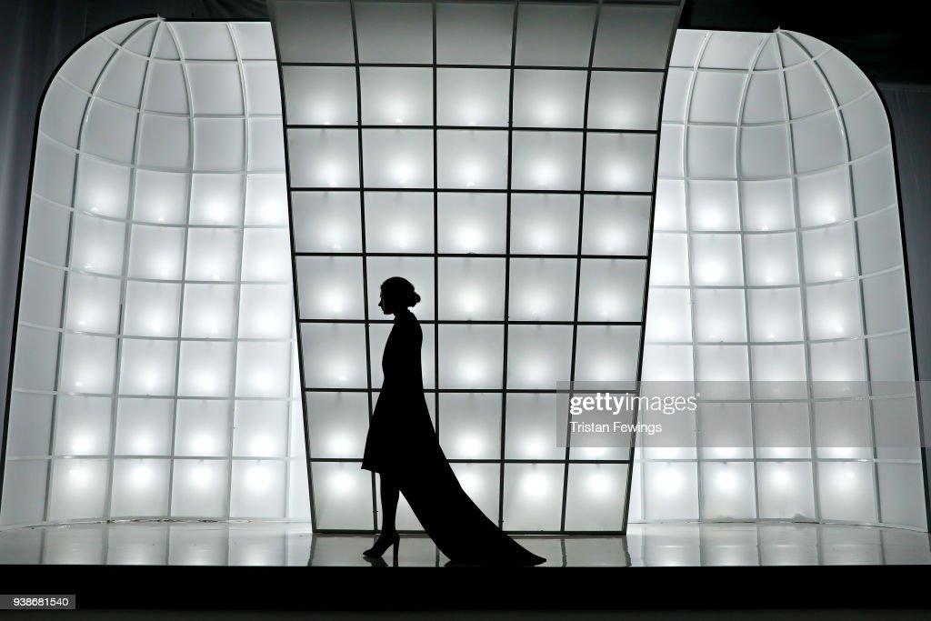 Urun - Runway - Mercedes-Benz Fashion Week Istanbul - 2018 : News Photo