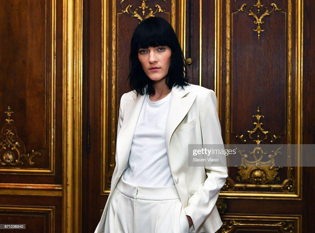 Oscar De La Renta - Runway - New York Fashion Week: Bridal April 2017 : Fotografía de noticias