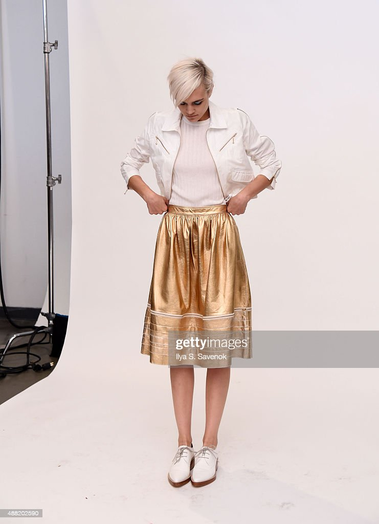 9db19a33185 Karen Walker - Backstage - Spring 2016 New York Fashion Week   News Photo