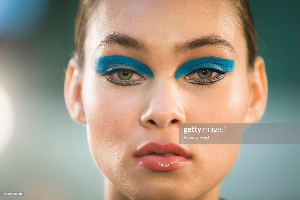 Leonard Paris: Backstage - Paris Fashion Week Womenswear Fall/Winter 2017/2018 : News Photo