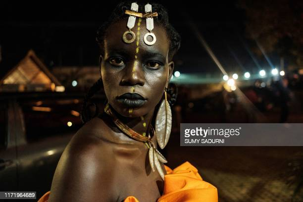 Model poses backstage prior Burundi's Margaux Wong collection during the 6th Kampala Fashion Week, the annual showcase of fashion brands from East...