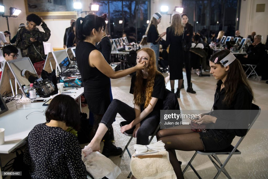 Giambattista Valli : Backstage - Paris Fashion Week - Haute Couture Spring Summer 2018