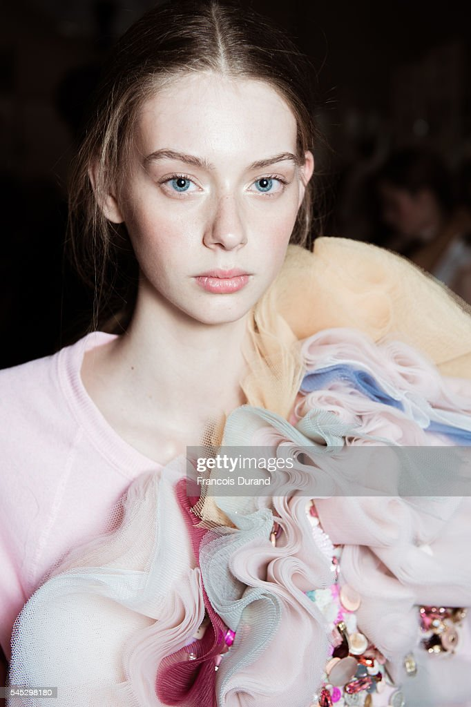 Viktor & Rolf : Backstage - Paris Fashion Week - Haute Couture Fall/Winter 2016-2017 : News Photo