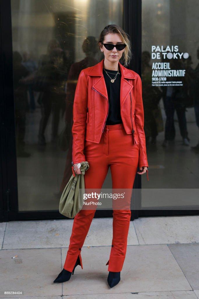 ac04b31e Street Style: September 27 - Paris Fashion Week Spring/Summer 2018 : News  Photo
