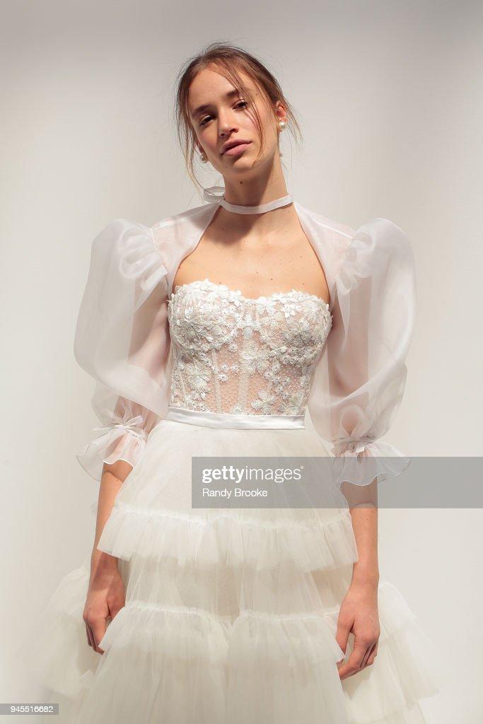 Alon Livne White - Exhibition - New York Fashion Week: Bridal April 2018 : News Photo